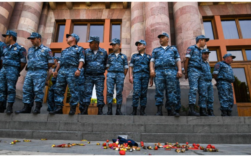 Armenian police start detaining participants in unusual action in Yerevan