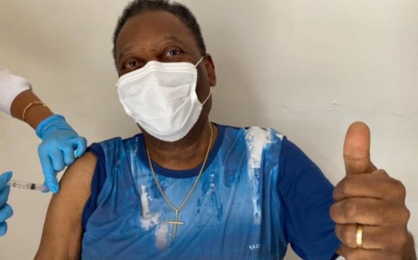 Pele vaccinated against COVID-19