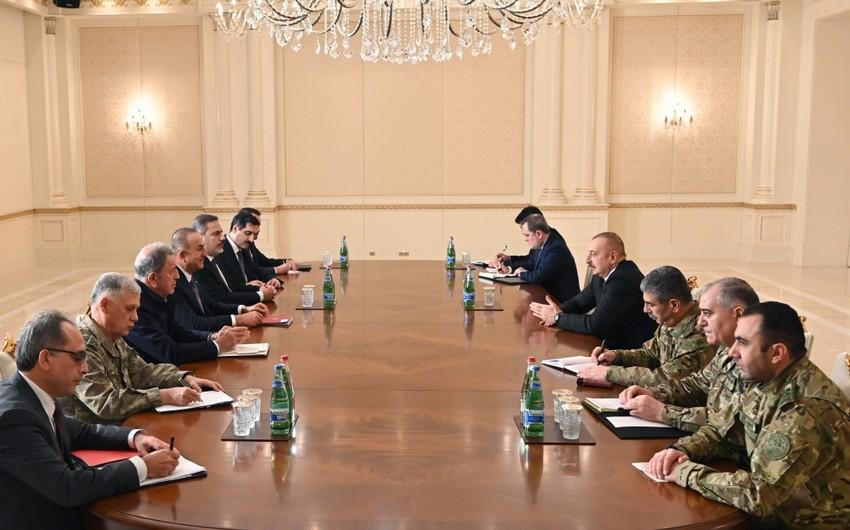 Ильхам Алиев принял министров иностранных дел, национальной обороны и начальника Национальной разведывательной организации Турции