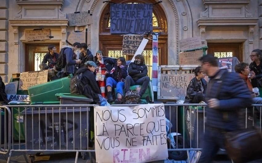 Fransa polisi məktəblilərə qarşı gözyaşardıcı qazdan istifadə edib - VİDEO