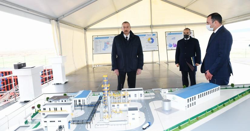 Prezident Sumqayıtda iki zavodun təməlini qoyub, vərəqə şüşə istehsalı müəssisəsinin açılışını edib