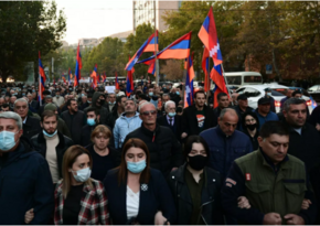 В Ереване протестующие собрались у здания суда