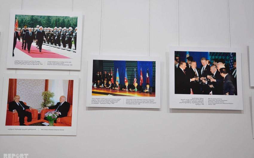В Тбилиси на выставке посвященную Эдуарду Шеварднадзе представлены фотографии, связанные с Азербайджаном