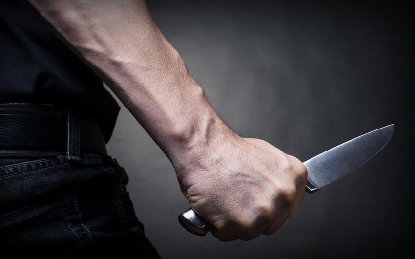 Yasamalda 37 yaşlı kişi kürəyindən bıçaqlanıb