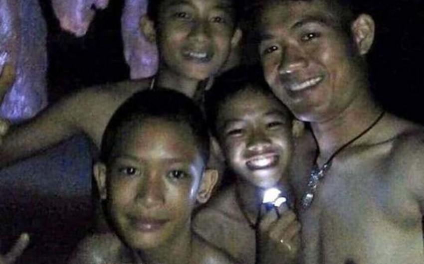Спасенных из пещеры в Таиланде детей выписали из больницы