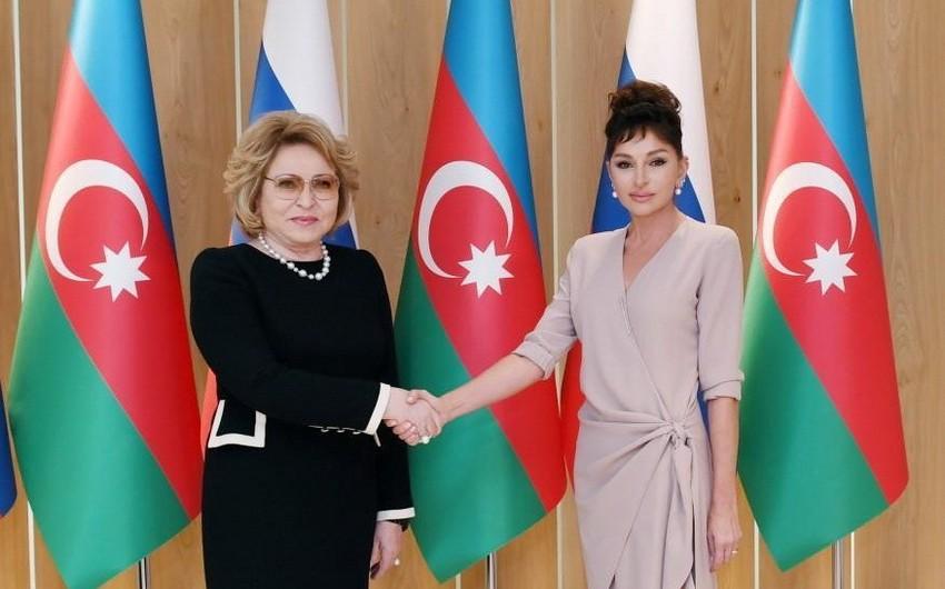 Мехрибан Алиева и Валентина Матвиенко открыли павильон Азербайджан на ВДНХ