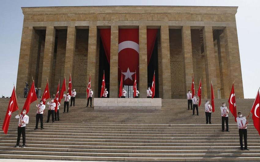Türkiyə xalqı Atatürkü Anma, Gənclik və İdman Gününü qeyd edir