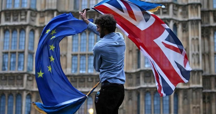 """Avropa İttifaqı Böyük Britaniyanı """"Brexit"""" danışıqları ilə bağlı təhdid edir"""
