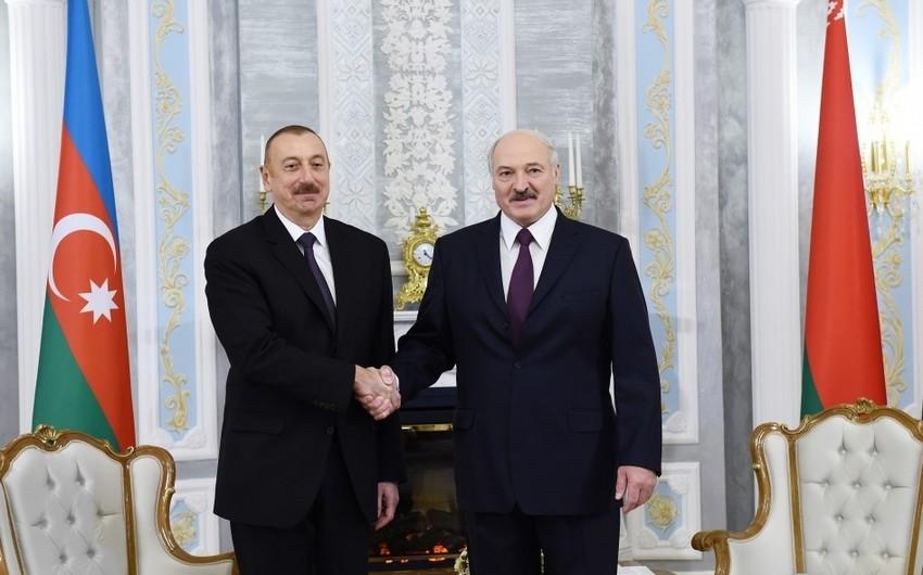 İlham Əliyev Aleksandr Lukaşenkoya zəng etdi