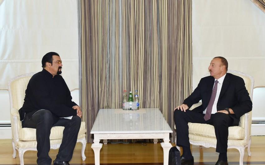 Стивен Сигал поздравил президента Ильхама Алиева