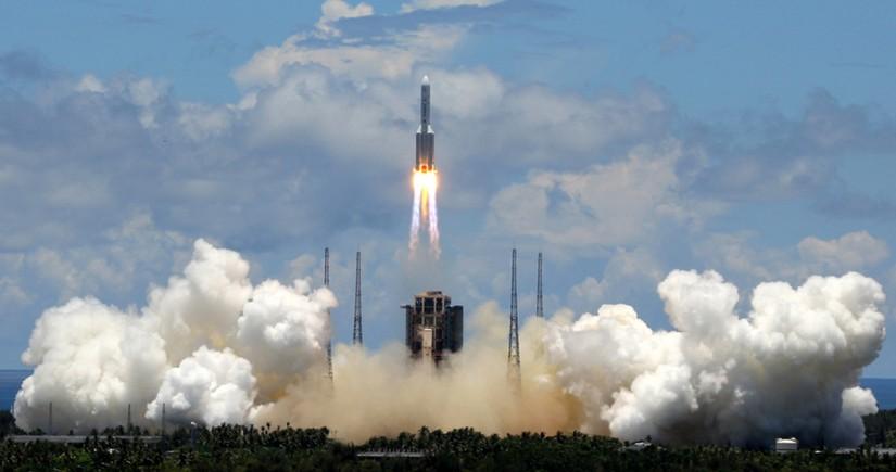 China rocket debris 'disintegrates' over Indian Ocean