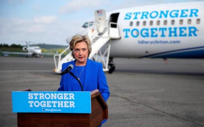 Hillari Klinton xəstəlikdən sonra seçkiqabağı kampaniyasını bərpa edib