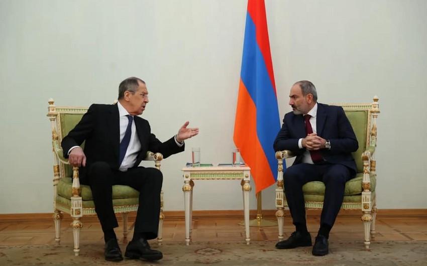 Lavrovla Paşinyanın fotosu müzakirələrə səbəb oldu