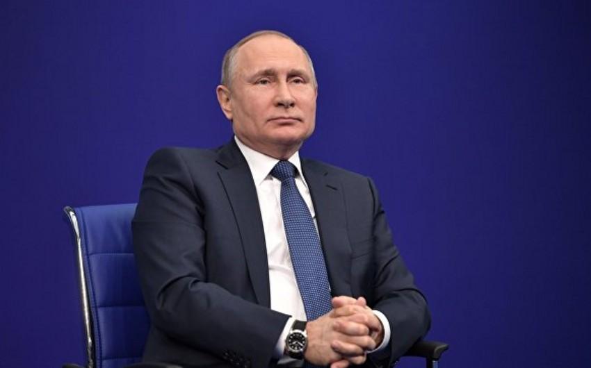 Putin ABŞ-ın sanksiya siyahısına münasibət bildirib: İt hürər, karvan keçər