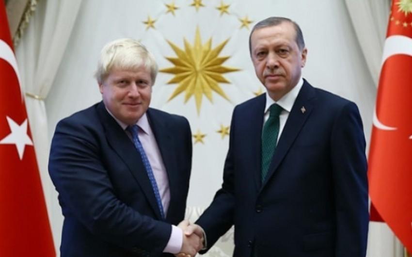 Эрдоган и Джонсон обсудили планы провести встречу с Макроном и Меркель