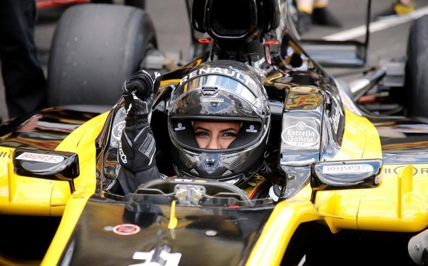 Səudiyyə Ərəbistanından olan qadın ölkə tarixində ilk dəfə Formula-1 maşını ilə dövrə vurub