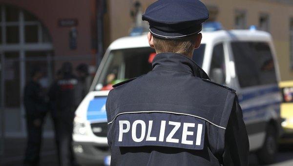В Германии полицейские задержали пьяного молодого человека с питоном в штанах