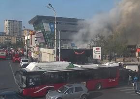 Пожар в торговых объектах в центре Баку потушен