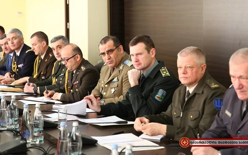 Gürcüstanın müdafiə naziri hərbi attaşelərlə görüşüb