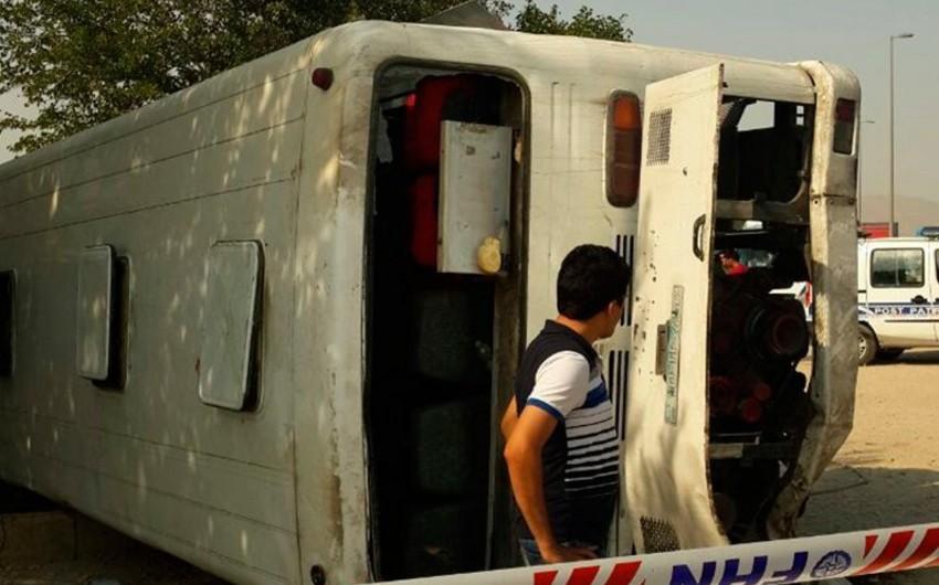 Azərbaycanda avtobus aşması nəticəsində 3 nəfər ölüb