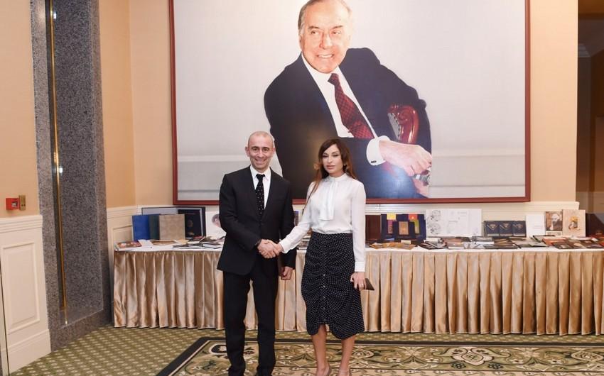 """Heydər Əliyev Fondunun prezidenti Mehriban Əliyevaya """"2015-ilin adamı"""" mükafatı təqdim edilib"""