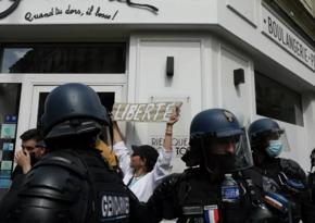 Fransada polis sanitar qaydalara qarşı etirazçılara qarşı gözyaşardıcı qaz tətbiq edib