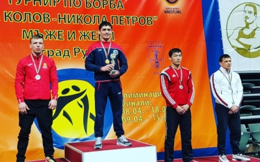 Azərbaycan güləşçiləri Bolqarıstan turnirinun ilk günündə 4 medal qazanıblar