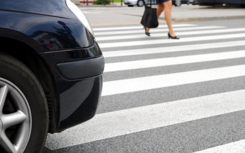 Nəsimi rayonunda avtomobil piyadanı vuraraq öldürüb