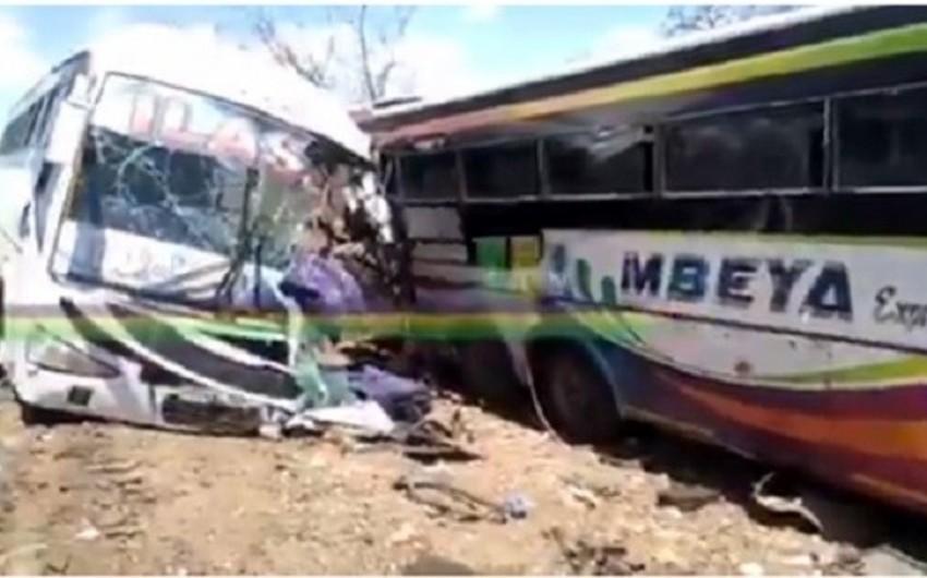 В Танзании более 40 человек пострадали в ДТП с двумя автобусами - ВИДЕО