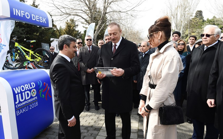 Prezident İlham Əliyevə velosiped və cüdo üzrə dünya çempionatlarının ilk bileti təqdim edilib