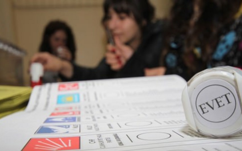 Türkiyədə parlament seçkilərinin ilkin nəticələri açıqlanmağa başlayıb