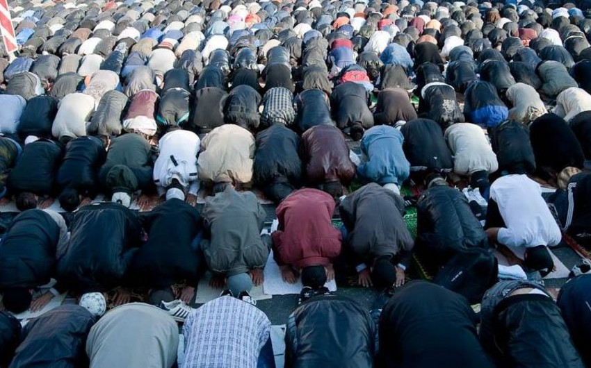 В Риме сотни мусульман вышли на акцию протеста против закрытия молельных мест