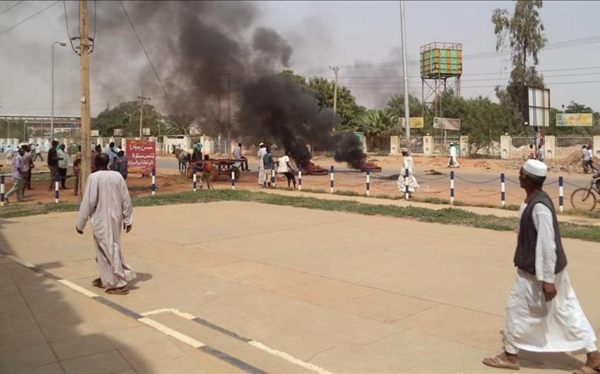 Sudanda keçirilən etiraz aksiyalarında toqquşmalar olub, ölənlər və yaralananlar var
