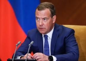 Медведев: В Армении правящая партия показала себя с крайне слабой стороны