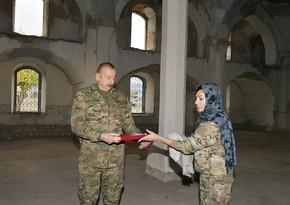 Президент Азербайджана подарил Агдамской мечети привезенный из Мекки Священный Коран