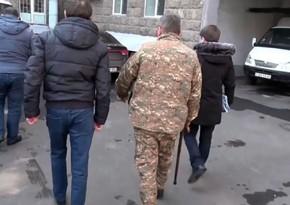 Ermənistanda əsgərlərin rüşvət qarşılığında döyüşdən yayındıran polkovnik saxlanılıb