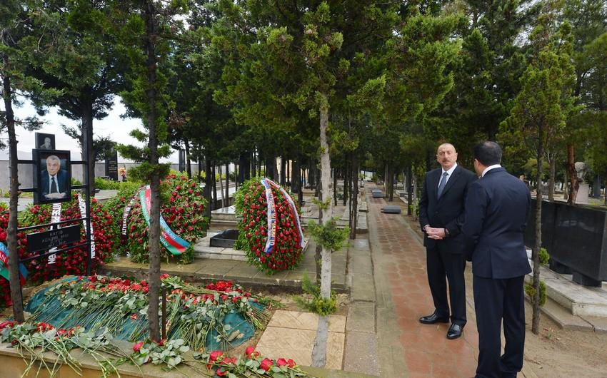 Президент Азербайджана посетил могилу покойного министра энергетики Натига Алиева