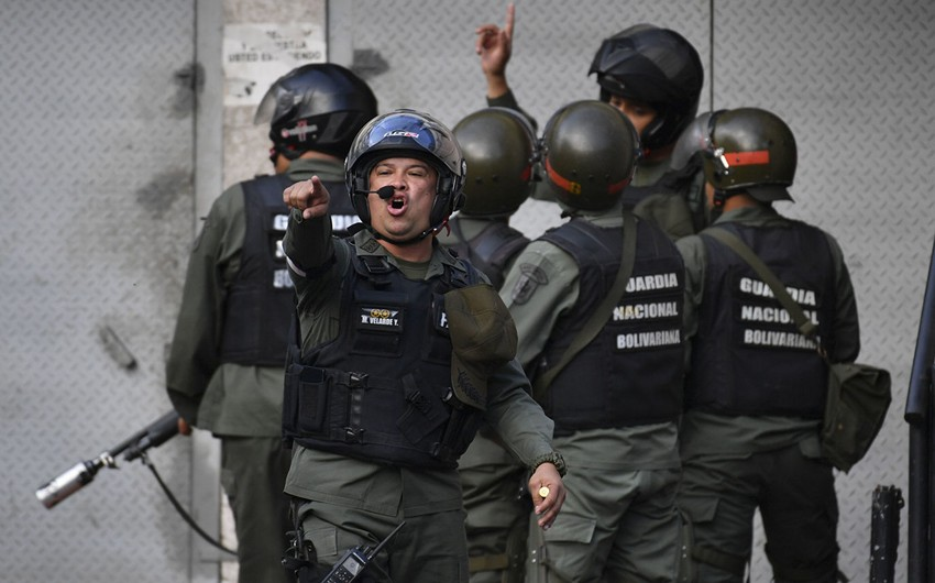 Venesuelada etirazlar zamanı bir nəfər öldürülüb - VİDEO