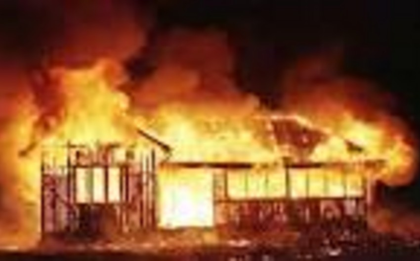 Bakıda bağ evi yanıb