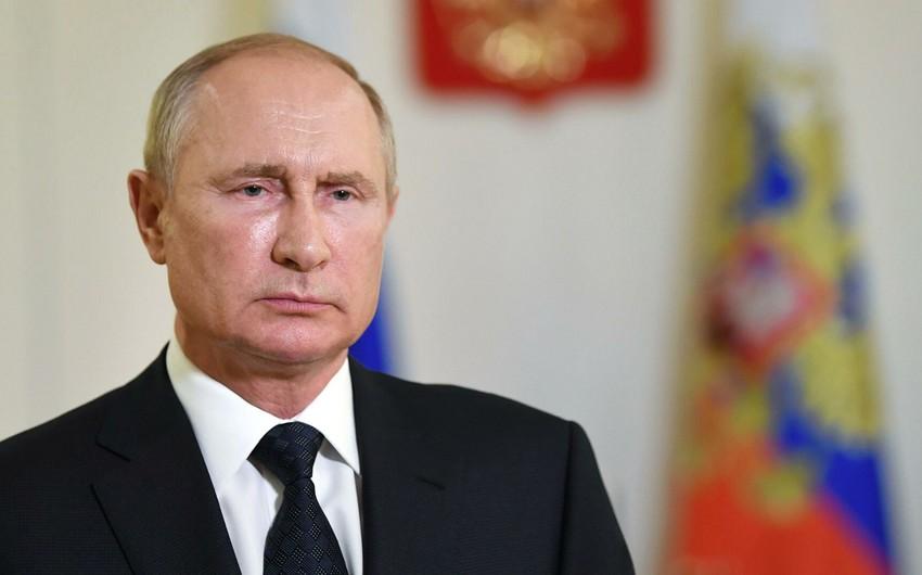 Putin SSRİ-ni Qarabağdakı ilk münaqişə zamanı hərəkətsizlikdə günahlandırdı
