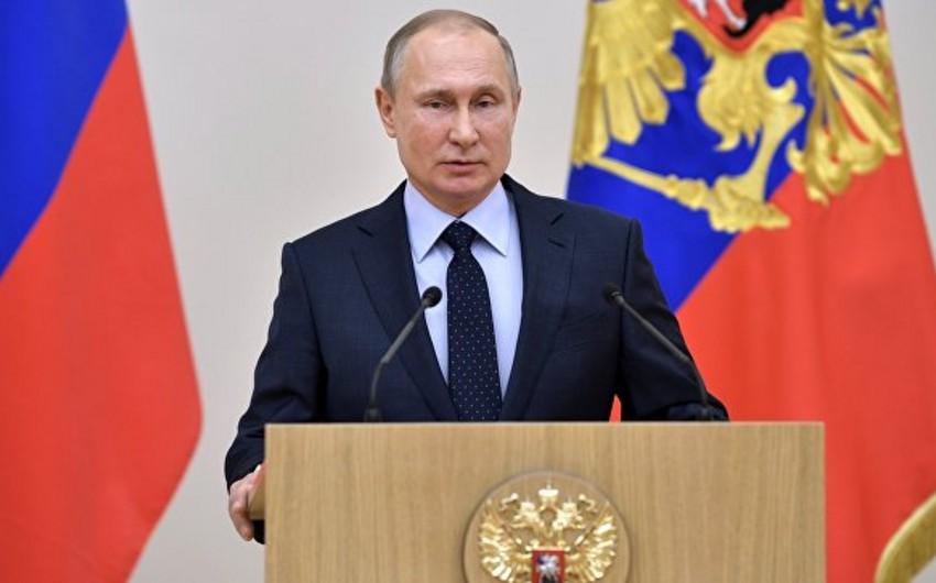 Rusiya Mərkəzi Seçki Komissiyası Putinin namizədliyini qeydə alıb
