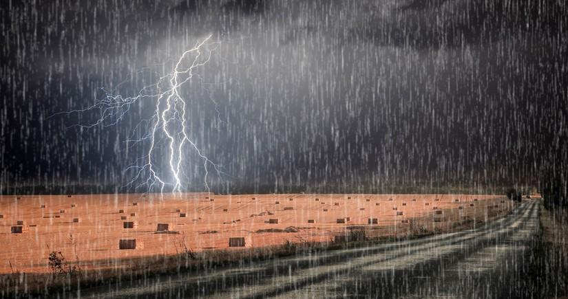 Bölgələrdə şimşək çaxıb, leysan yağış yağıb - Faktiki hava