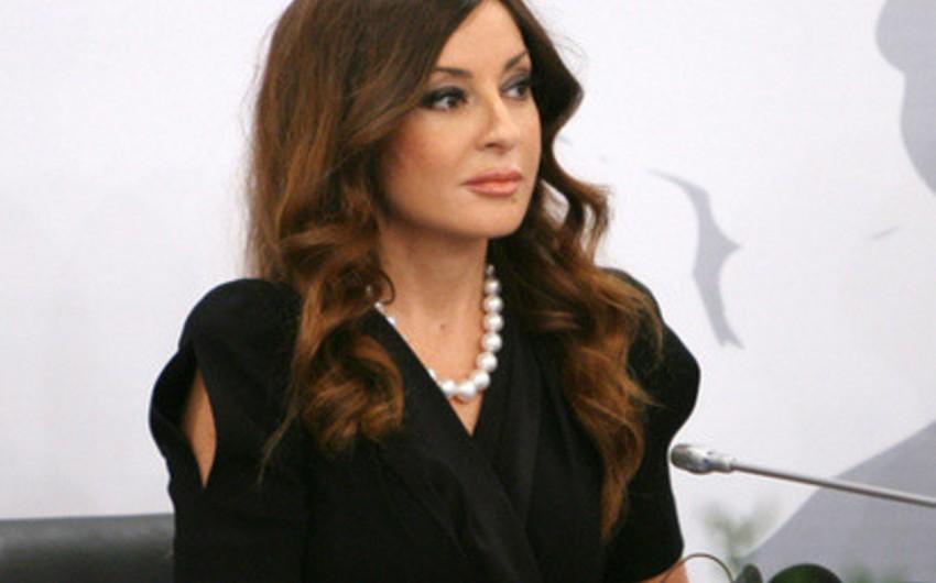 Azərbaycanın birinci xanımı Mehriban Əliyevaya Federasiya Şurasının medalı təqdim ounub