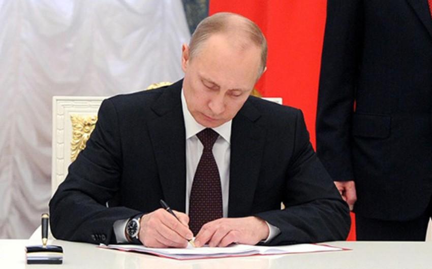 Putin 56 nəfərə general rütbəsi verib
