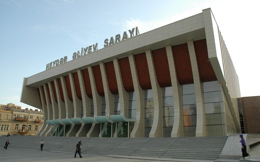 Две известные танцевальные группы выступят во Дворце Гейдара Алиева