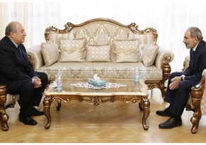 Nikol Paşinyan Ermənistan prezidentinin evinə gedib