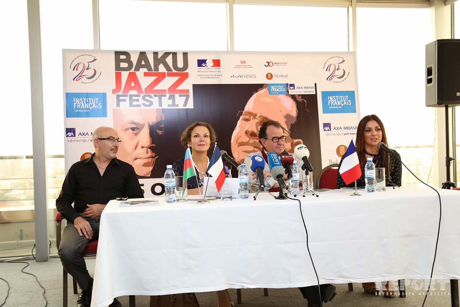 Famous French accordionist arrives in Baku