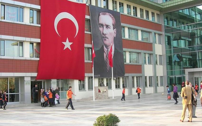 Türkiyədə terrorçuları dəstəkləyən 11 min 500 müəllim işdən azad edilib