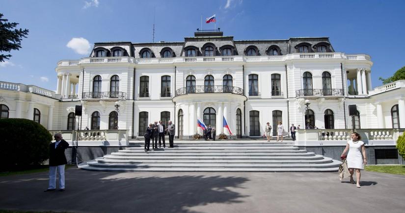 Чехия высылает 18 российских дипломатов