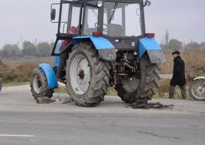 Xızıda yük avtomobili ilə traktor toqquşub, ölən var